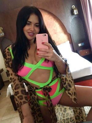 Beautiful escort elite girl Anna will be your perfect company in Qatar